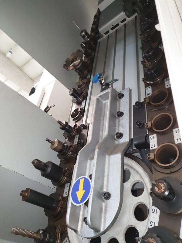 Fresadora de columna móvil (5 ejes)